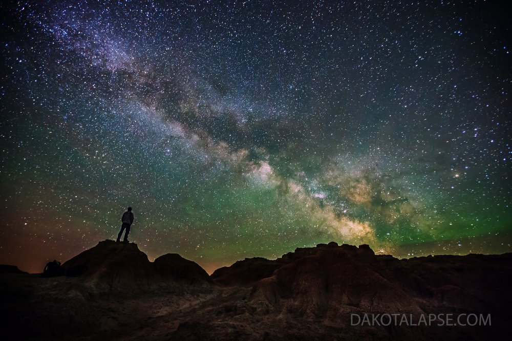 Watching the Milky Way in the Badlands