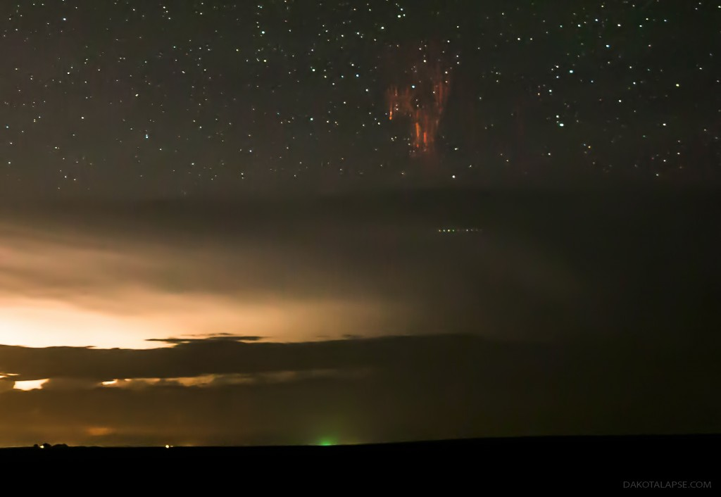 Sprite with Airglow and Gravity Waves over South Dakota